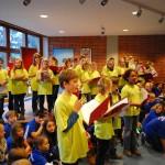Schüler der Chorklasse 5c stellen ihr selbst gereimtes Weihnachtslied vor