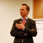 Volksbank-Vorstandssprecher Henning Deneke-Jöhrens